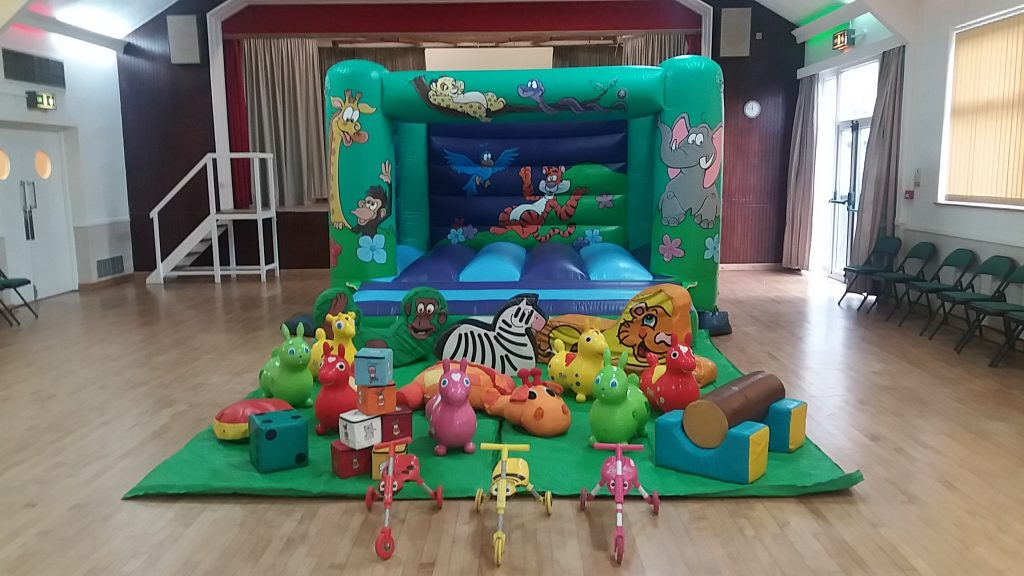 Jungle bouncy castle hire for children Hedge End Southampton Eastleigh